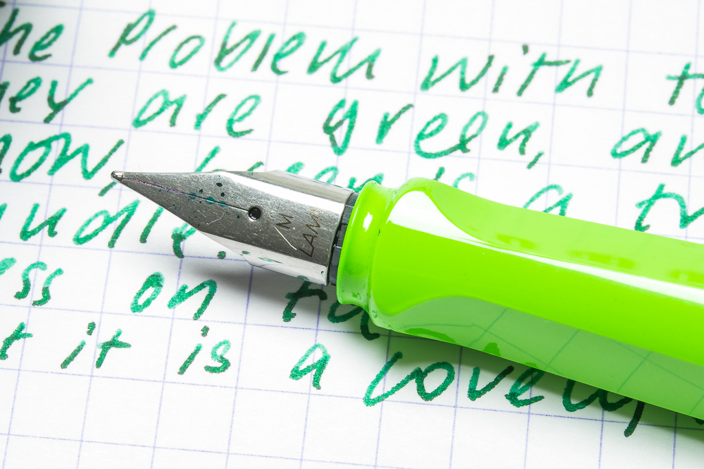 Lamy Safari Green Close